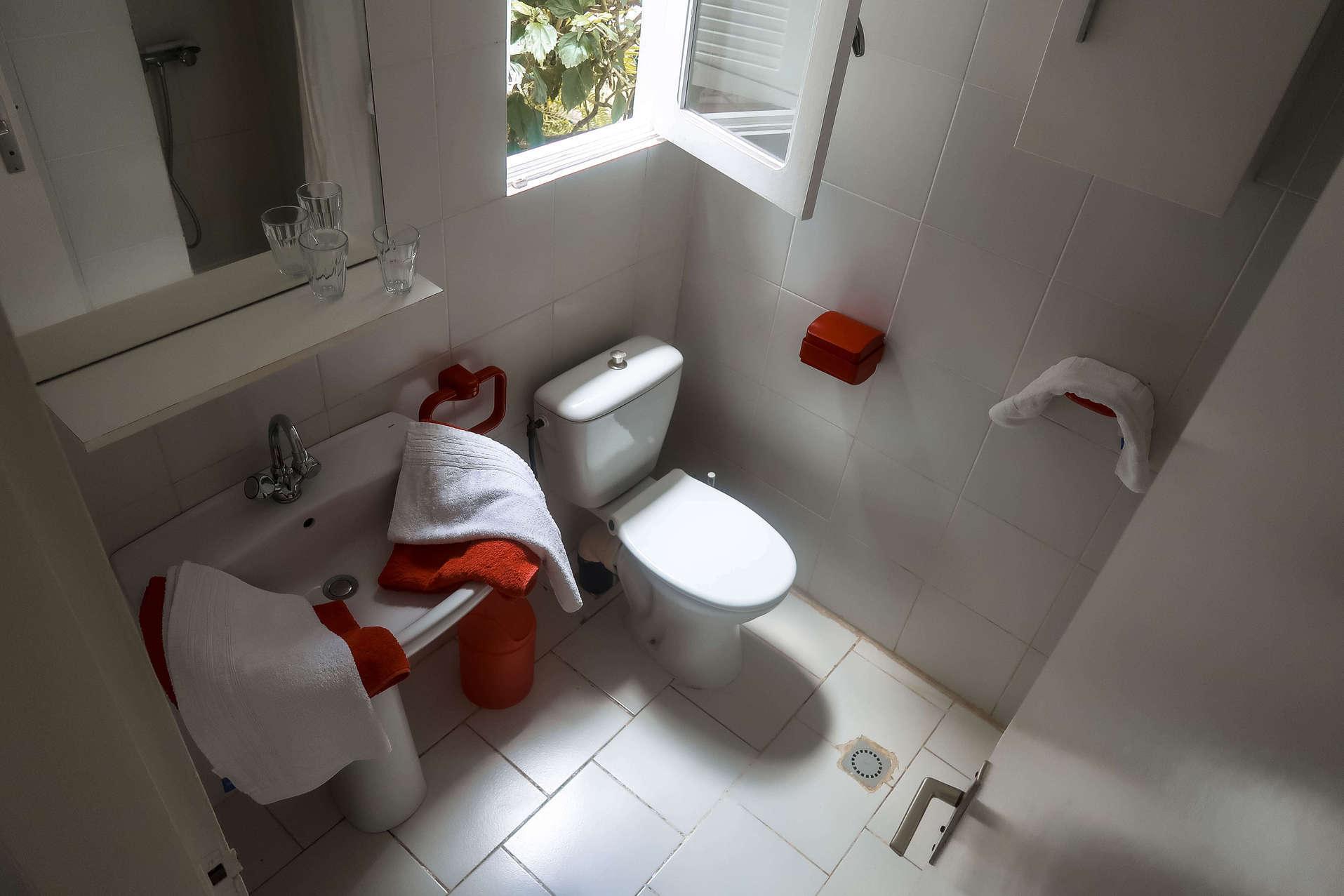 habitation-abricot-location-saisonniere-studio-vue-salle-de-bain