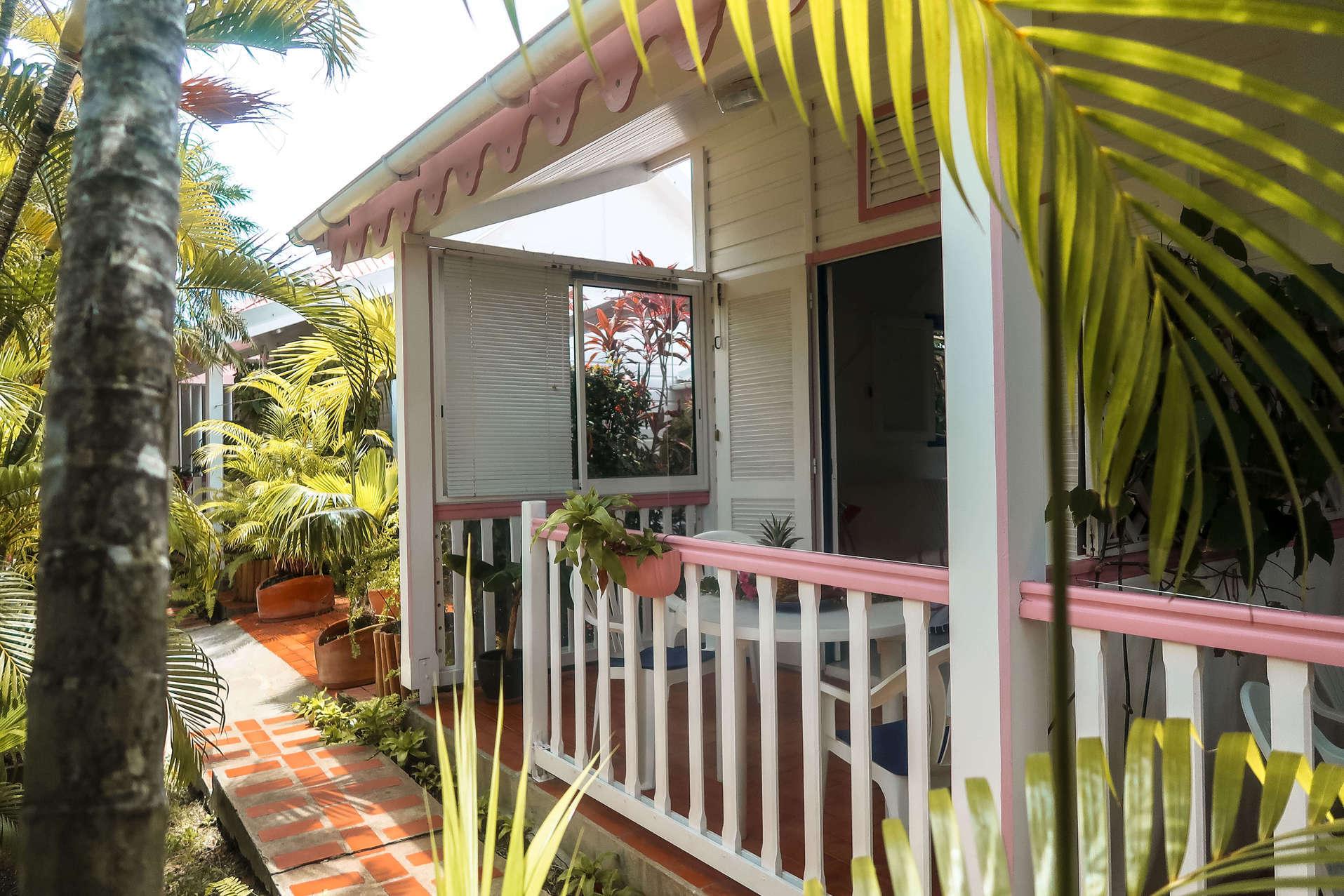 habitation-abricot-location-saisonniere-studio-vue-exterieure